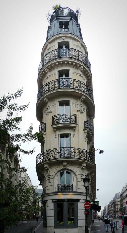 Paris corner building
